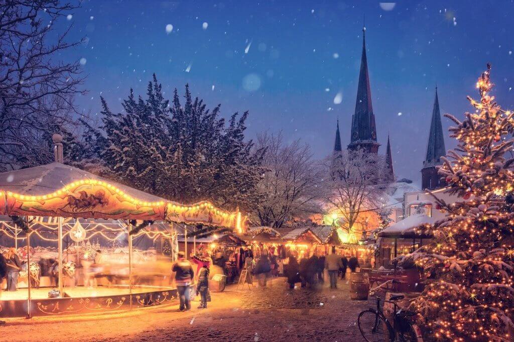 Glühweinkocher: Auf dem Weihnachtsmarkt gehört für weihnachtliche Stimmung guter Glühwein dazu.